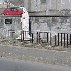 Statue to Edel Quinn