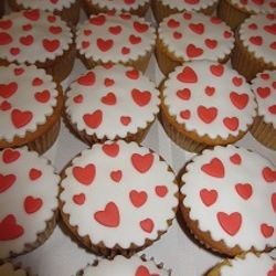 130 bruiloftscupcakes - april 2013