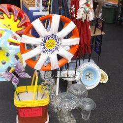Hub Cap Yard Art FLowers
