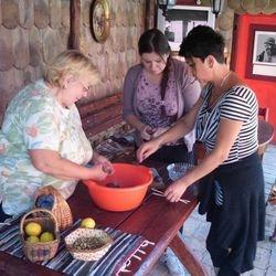 """Spremanje slatkog od šljiva uz pomoć aktiva žena """"Vrdničanka"""" - 31.8."""