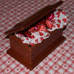Mahogany keepsake box with chocolate