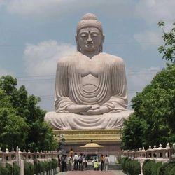 Бодх Гая является религиозной святыней и местом паломничества, связанное с Махабодхи. Храмовый Комплекс в Гая, находится в Индийском штате Бихар. Он славится как место, где Гаутама Будда достиг Просветления (Бодхимандала).