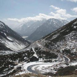 Дорога через Гималаи.