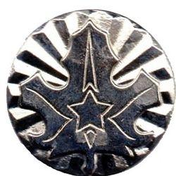 Oznaka odlikovanja ZTJ. Srebrni javorjev list z žarki.