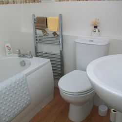 Bathroom-Linen and Towels Supplied