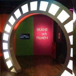 Filmhjulet ser ut att snurra och låter som en gammal filmprojektor.