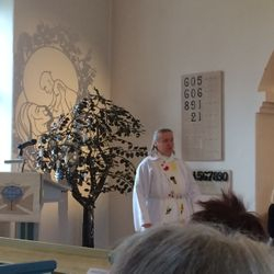 Invigning av Lars Åke Bloms dopträd i Tyringe kyrka.