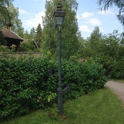 Stolplykta från ca 1905. Först användes bågljuslampor men byttes snart till glödlampor som var lättare att sköta.
