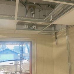 Plattan med styrtekniken gjordes så den skulle passa ovan undertaket inomhus. Foto: Conny Åhs
