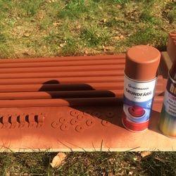 Det som inte fanns i Falurött fick spraymålas för att få rätt färg. Foto: Conny Åhs