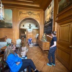 Till vänster formgivare Ulla Kassius. Längre bort i mitten Mårten Jansson som var projektledare.