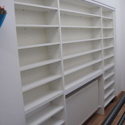 Shelving built in to the resess