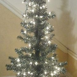 4' tall green/tinsel pine tree - lit
