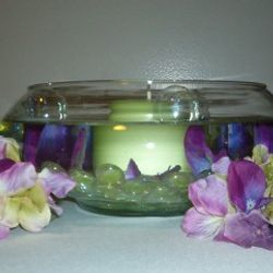 Flat fishbowl with pillar candle in water