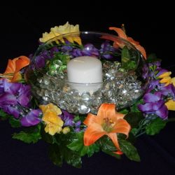 Flat fishbowl with floral wreath and pillar candle