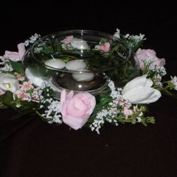 Flat fishbowl with floral wreath and floating candles