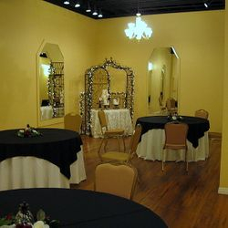 Tuscan Cake Arch with pinched wheel taffeta linen