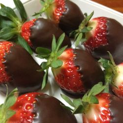 Dark chocolate strawberries