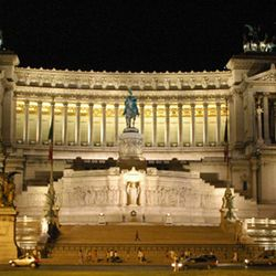 CrisRomanGuide - Rome By Night - Venice Square