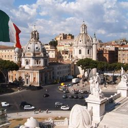 Colosseum & City Walk Tour - the Vittoriano - Venice Square