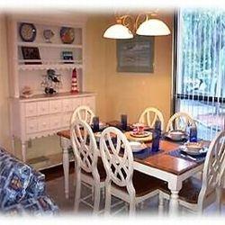 mesa e cadeiras laqueção branca