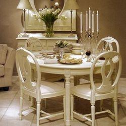 Laqueação em mesa e cadeiras