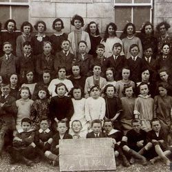 Kilrickle NS Teacher & Pupils 1924