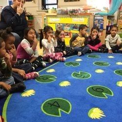 """Hoy leemos el libro """"Mis Cinco Sentidos por Aliki"""". Revisamos cada sentido y la parte del cuerpo que usamos con cada uno de ellos, nos concentramos en el sentido del olfato y revisamos las cosas que huelen bien y las que huelen mal. Los niños pudieron oler diferentes tipos de olores y tenían que identificar si el olor era un buen o mal olor. Los niños tenían que cerrar los ojos y oler lo que había dentro de la bolsa de papel. Si era un buen olor, le daban un pulgar hacia arriba y si era un mal olor le daban un pulgar hacia abajo.   Ms. Brown's Spanish Dual Language class (Pre-K 205) is located at 173-177 25th Street."""