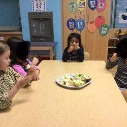 这个月,学生们学习人体的五种感官- 视觉、听觉、嗅觉、味觉和触觉。这个星期,我们专注于学习了解嗅觉和味觉。老师告诉学生们他们将会去超市买一些食物做实验,学生把他们想要尝试的食物列入购物清单,然后去超市寻找清单上的食物。 学生们首先用鼻子识别食物的气味,然后品尝并鉴别食物的味道是甜的、咸的、酸的、 辣的还是苦的。  Ms. Yu's Chinese Dual Language Class (Pre K- 202) is located at 173-177 25th Street