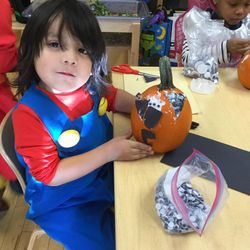 PreK 205 loved decorating their perfectly plump pumpkins !🎃