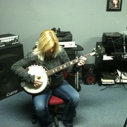 Cindy Adamds banjo tracks for hire online at Nashville Trax