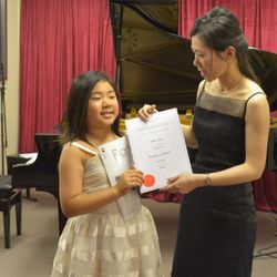Ellen achieved an Honors in her Grade 2 piano exam