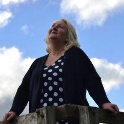 Nicola Farmer- Psychic, Spirit & Trance Medium, Teacher