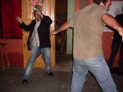 Lecy e Fernando Januario jogando capoeira