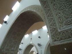 Prachtig bewerkte muren in Masjid al Qiblatain