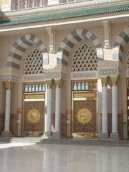 Een van de vele deuren van Masjid an Nabawi