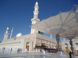 Masjid an Nabawi - mannen in de rij voor de Rawdah kamer