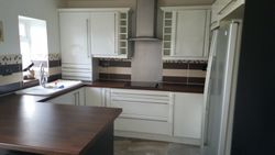kitchen to be upgraded to Lisa oak saxon style doors etc pic 1 of 6