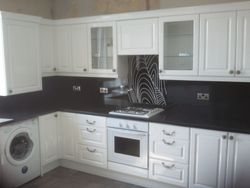 upgrade B&Q high gloss white shaker with everest gloss w/tops and spashback panels pic 1