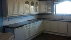 15 YEAR OLD HYGENA KITCHEN TO BE UPGRADED PIC 1
