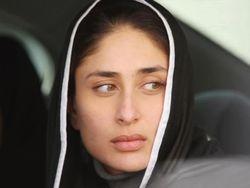 Nice Kareena Kapoor Pic In Car....