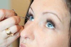Applying Individual False Eyelashes