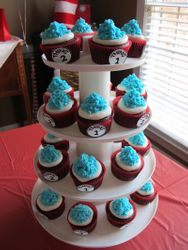 Cat in the Hat themed cupcakes
