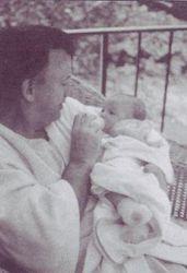 JonBenet & John Baby Feeding