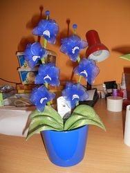 Orhideja iz najlonk: MODRO-BELA