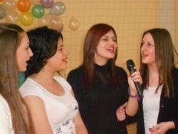 """Sanja, , Katarina ( I 5) , Ivona I 2 i Dragana I 3 pevaju """"Kosovski bozur"""""""
