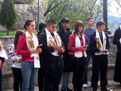 Krsteni ucenici sa svojim kumovima  (Ostrog 2008)