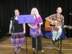 Tapestry at 'Folk Redlands' - blackboard performance 2010
