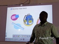 Un participant presentant un exercice a l'assistance