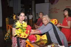 Dr. Jyotsna Gupta being presented with bouquet of flowers-1